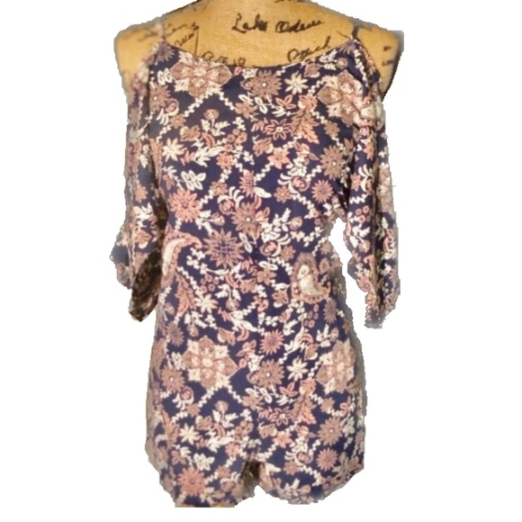 Petite- Navy & Blush Cold Shoulder Floral Romper